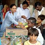 Salvacionistas distribuem alimentos