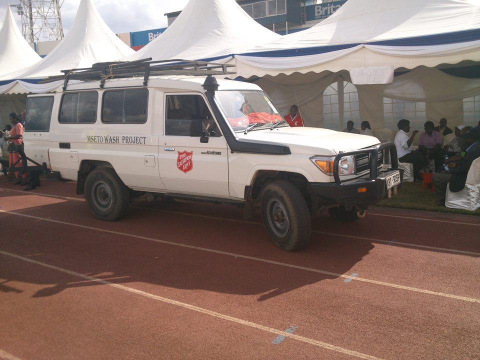 Carro foi improvisado para transportar 20 alunos para o hospital