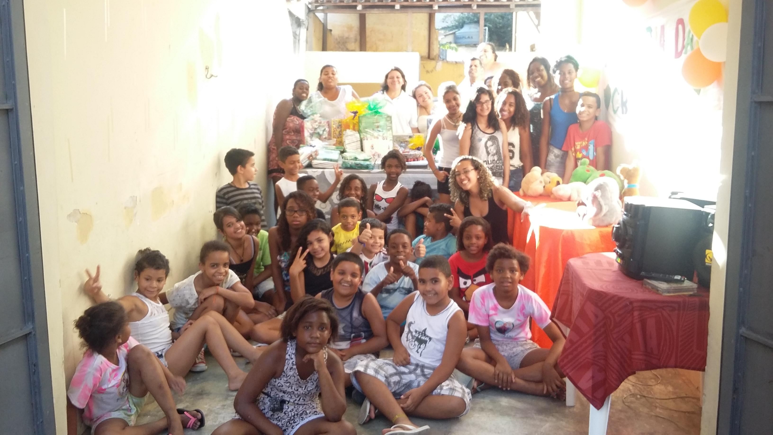 Crianças amparadas pelo Projeto Integração